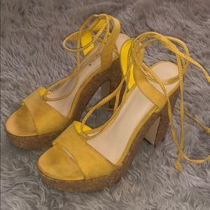 Cute Shoedazzle yellow stringed wedges